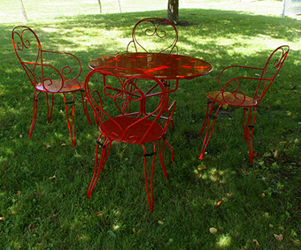 Salon en fer forgé rouge (1 table et 4 chaises)