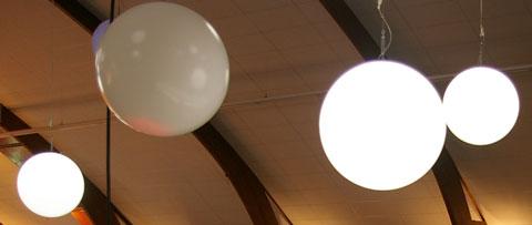 Sphère suspendue lumineuse