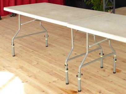 Table réhaussée en résine